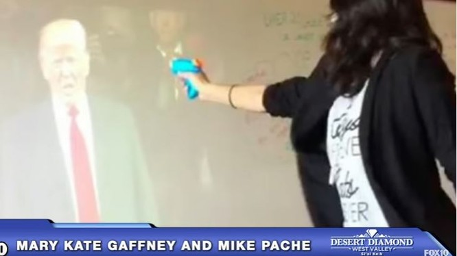 Mỹ điều tra nữ giáo viên có hành động bắn ông Donald Trump trong lớp học