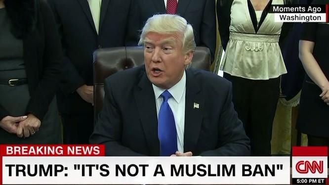 Trong một tuyên bố gần đây nhất của mình, Tổng thống Mỹ Donald Trump đã lên tiếng biện hộ cho quyết định của mình, ông nói rằng lệnh cấm này nhằm vào người tị nạn chứ không nhằm vào thế giới đạo Hồi.