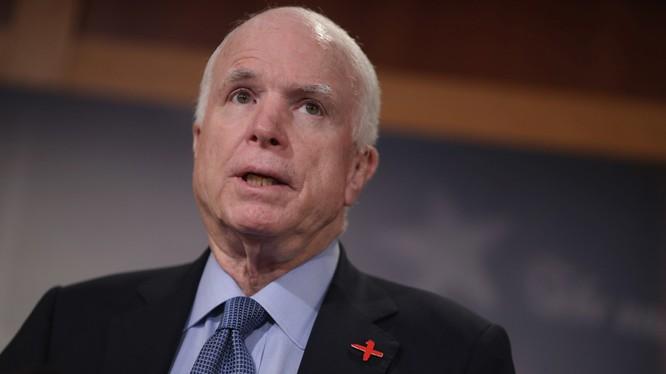 TNS John McCain phản đối ông Trump đưa cấp phó vào Hội đồng an ninh quốc gia