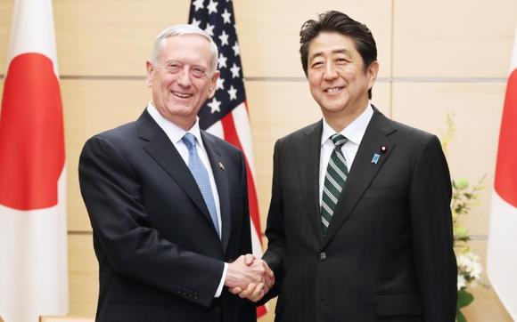 Bộ trưởng quốc phòng Mỹ và Thủ tướng Nhật Bản.