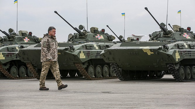 Tổng thống Ucraine Poroshenko công bố thử nghiệm thành công tên lửa mới
