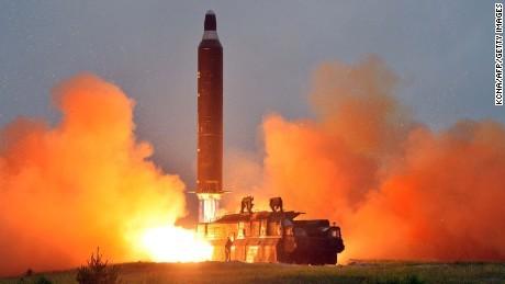Mỹ, Nhật, Hàn yêu cầu triệu tập khẩn cấp của Hội đồng Bảo an sau vụ phóng tên lửa của Bắc Triều Tiên.