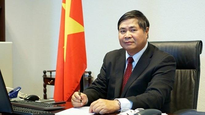 Đại sứ Việt Nam tại Đức Đoàn Xuân Hưng..