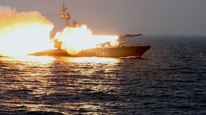 Tàu tên lửa Molniya 1241.8.
