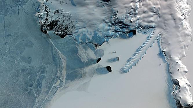 NASA tìm kiếm cổng vào thế giới khác ở Nam Cực