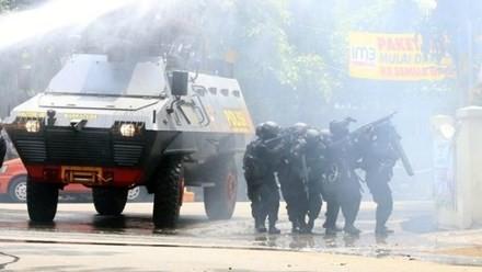 Đấu súng sau đánh bom tại tòa nhà chính phủ ở Indonesia