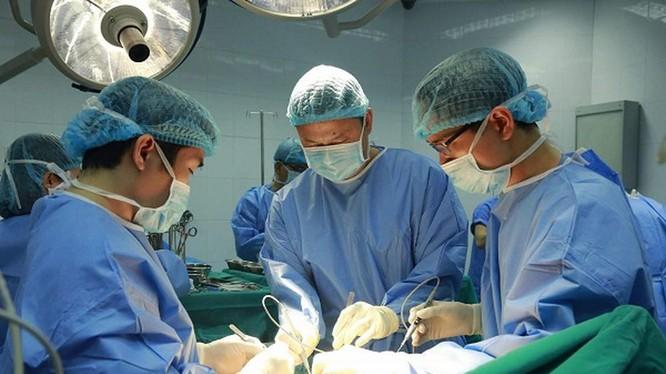 Một ca phẫu thuật tại Bệnh viện TW Quân đội 108