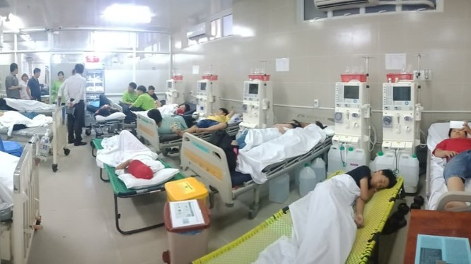 Nhiều trẻ em nhập viện sau khi ăn xôi gà. Ảnh: HL