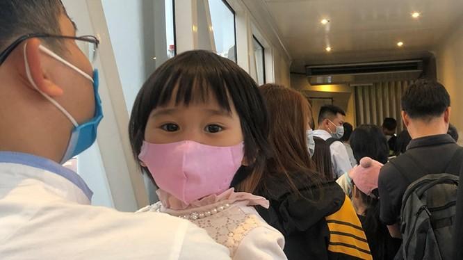 Bé 2 tuổi từ Trung Quốc về bị ho sốt, cha mẹ nhất định không đưa con đến BV cách ly. Ảnh minh họa: Internet