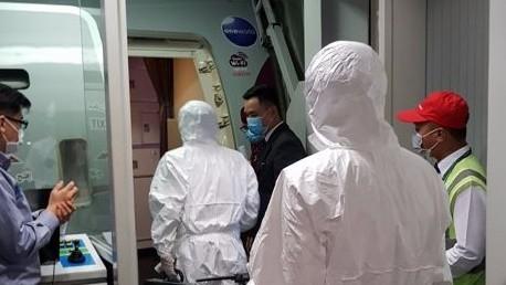 Xử lý, kiểm tra y tế các hành khách trên tàu Westerdam. Ảnh: CDC