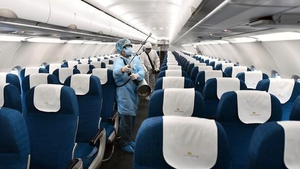 TP.HCM: Khử trùng toàn bộ các chuyến bay. Ảnh: VNA