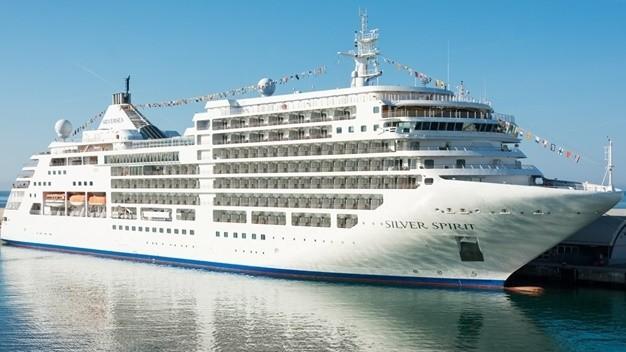 Tàu khách đến từ Ý xin nhập cảnh, TP.HCM từ chối!