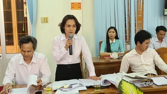 Thẩm phán Lê Thị Hồng Hạnh trả lời tại họp báo. Ảnh: Tuổi Trẻ