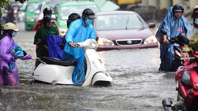 Một con đường ở TP.HCM bị ngập vào mùa mưa. Ảnh: PLO