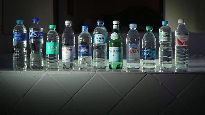 Hạt vi nhựa tồn tại nhiều nhất ở nước đựng trong chai nhựa tái chế, thậm chí cả chai thủy tinh. Ảnh: Internet