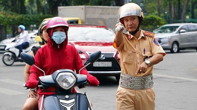 Nộp phạt vi phạm giao thông oline từ ngày 1/7. Ảnh: Thanh Niên