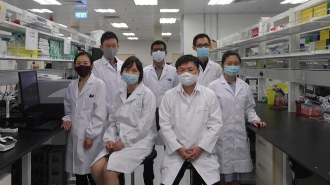 Nhóm nghiên cứu của Carmine Therapeutics với dự án đột phá. Ảnh: Timothy David/Straits Times.