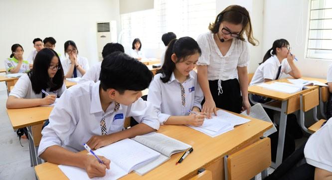 Các thí sinh trong kỳ thi tuyển sinh vào lớp 10. Ảnh: Hà Nội Mới