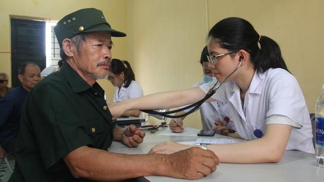 Khám, tư vấn sức khỏe miễn phí tại tỉnh Thái Nguyên. Ảnh: Quỳnh Phạm