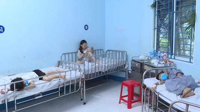 Các bé đang được theo dõi tại BV Nhi đồng 1 (TP.HCM). Ảnh: Thủy Nguyễn