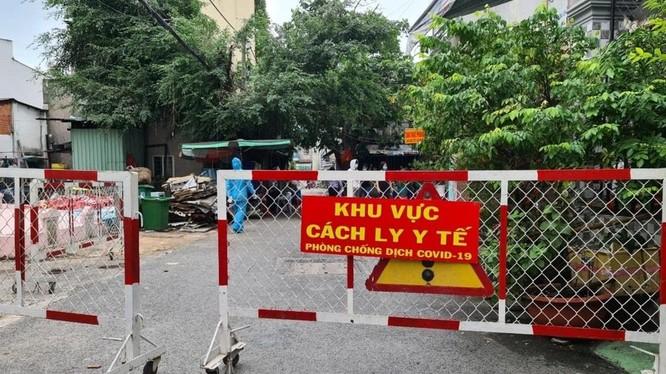 Phong tỏa 1 khu phố tại quận Gò Vấp (TP.HCM), nơi Hội thánh truyền giáo Phục Hưng hoạt động. Ảnh: HCDC