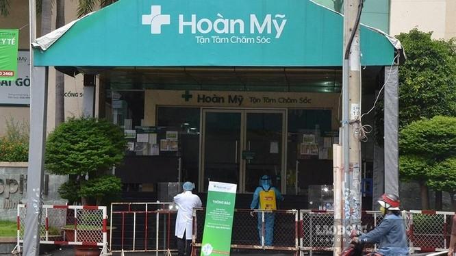 Bệnh viện Đa khoa Hoàn Mỹ Sài Gòn khử khuẩn khi phát hiện có ca nhiễm COVID-19. Ảnh: Báo Lao động