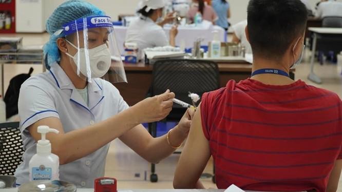 TP.HCM thần tốc tiêm 836.000 liều vắc xin phòng COVID-19. Ảnh: HCDC
