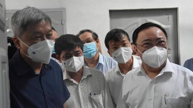 Thứ trưởng Bộ Y tế cùng đoàn công tác của Bộ Y tế đến kiểm tra công tác phòng, chống dịch COVID-19 trên địa bàn tỉnh Đồng Nai. Ảnh: Khôi Nguyễn