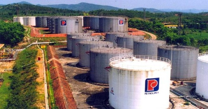 Việt Nam nên tận dụng tài nguyên dầu thô của chính mình ?