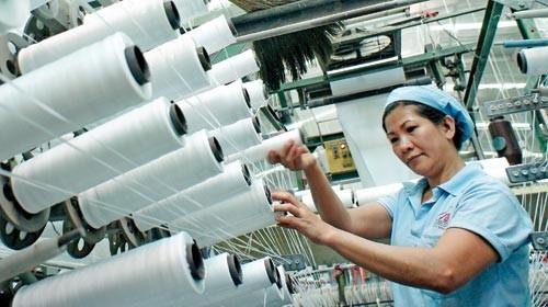 Vốn mỏng, nhân lực yếu, ngành dệt may Việt Nam đang gặp nhiều khó khăn