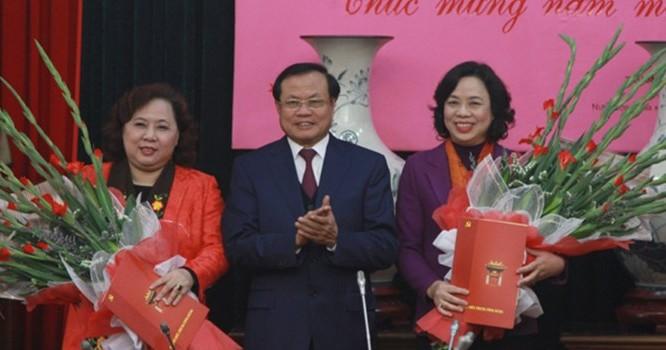 Bí thư Thành ủy Phạm Quang Nghị trao Quyết định bổ nhiệm cho hai Phó Bí thư Thành ủy