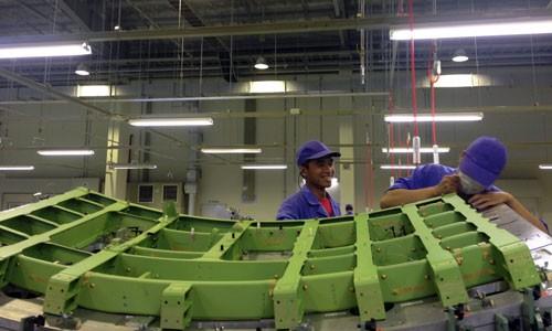 Công nhân Việt trong một nhà máy có vốn đầu tư Nhật Bản tại Việt Nam