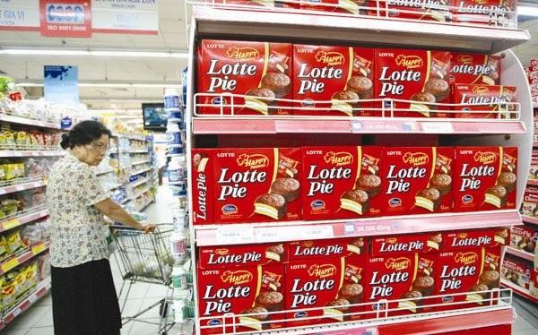 Hiện nay có khá nhiều quầy kệ ở siêu thị tràn ngập hàng hóa nước ngoài