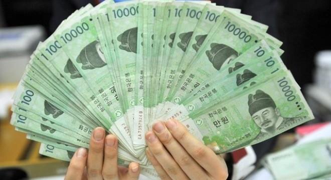 Kinh tế Hàn Quốc đang ở giữa hai gọng kềm?