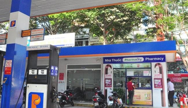 Nhà thuốc Pharmacy của Công ty Pharmacity nằm trong khuôn viên cửa hàng xăng dầu Petrolimex trên đường Phạm Hồng Thái, quận 1, TPHCM