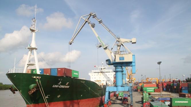 Bài 2: Giải mã sự quyến rũ thu hút hàng nghìn tỷ của cảng biển