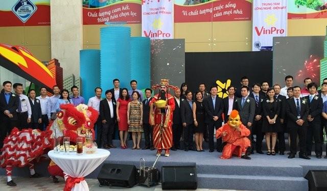 Trung tâm công nghệ-điện máy VinPro khai trương sáng 21-3-2015 tại trung tâm thương mại Vincom Thủ Đức Ảnh