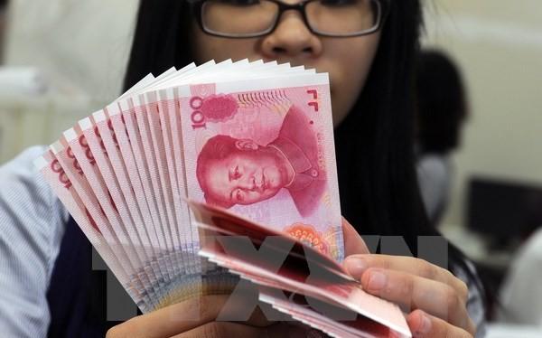 Kiểm đồng nhân dân tệ tại ngân hàng Mega ở Đài Bắc, Đài Loan ngày 6/2. (Nguồn: AFP/TTXVN)