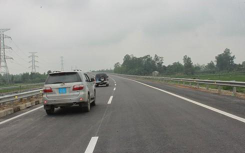 Một đoạn đường cao tốc Nội Bài - Lào Cai thuộc phạm vi các gói thầu do Tập đoàn POSCO E&C (Hàn Quốc) thi công.