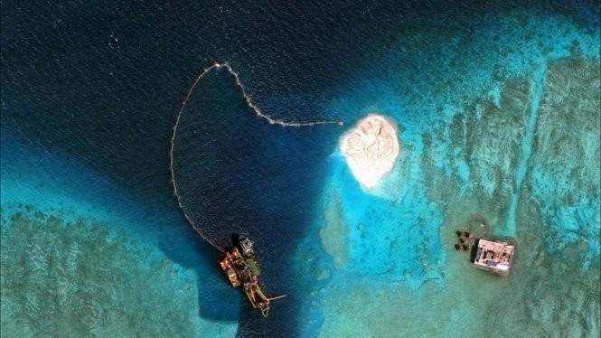 Ảnh vệ tinh cho thấy Trung Quốc xây đảo nhân tạo ở bãi Vành Khăn của Việt Nam Ảnh: CSIS