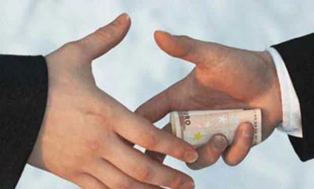 Doanh nghiệp nặng gánh phí bôi trơn, hối lộ