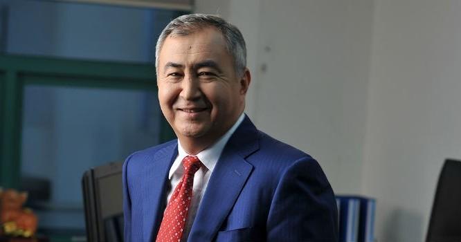Tân Tổng giám đốc Techcombank - Murat Yuldashev từng nhiều năm làm quản lý cao cấp tại các công ty đầu tư và ngân hàng tại Kazakhstan và các nước Đông Âu, Thổ Nhĩ Kỳ. Ông gia nhập Techcombank cùng thời điểm cựu CEO Simon Morris rời ngân hàng này.