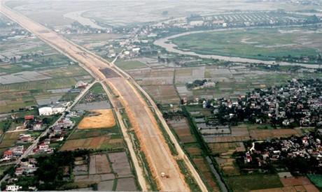Cao tốc Hà Nội - Hải Phòng khi chưa hoàn thành, thảm nhựa.
