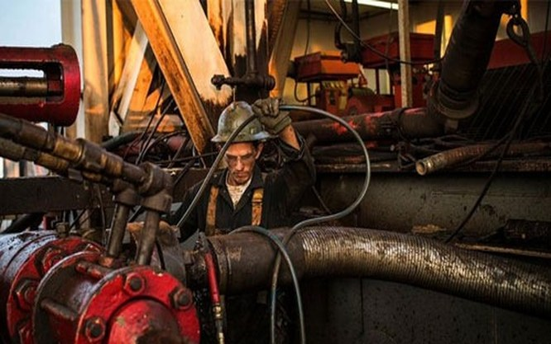 Xu hướng phục hồi của giá dầu khiến các nhà khai thác dầu của Mỹ bớt lo ngại - Ảnh: WSJ.