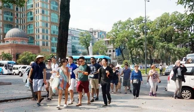 Khách quốc tế tại TPHCM. Du lịch Việt Nam lại có thêm một tháng sụt giảm khách