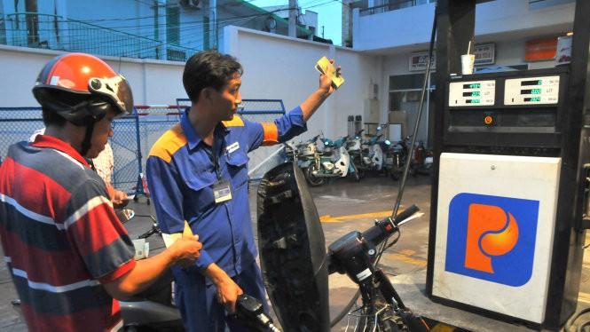 Xăng dầu trong nước đang bị sức ép tăng giá