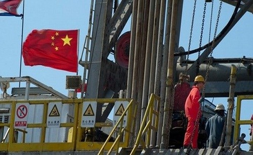 Trung Quốc vừa trở thành nước nhập khẩu dầu thô lớn nhất thế giới - Ảnh: Reuters