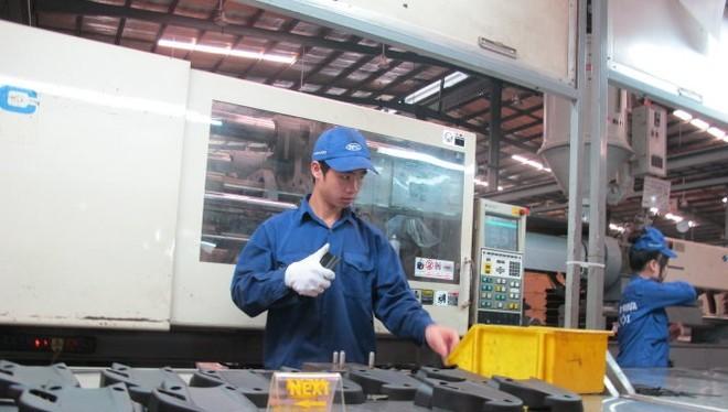 Đề án tái cơ cấu ngành công thương được đánh giá chung chung, khó đánh giá... Trong ảnh sản xuất công nghiệp phụ trợ tại một doanh nghiệp nhựa ở Hà Nội