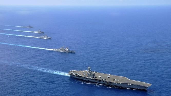 Các tàu sân bay USS Nimitz (CVN 68), tàu tuần dương tên lửa điều khiển USS Chosin (CG 65), tàu khu trục tên lửa điều khiển USS Sampson (DDG 102) và USS Pinkney (DDG 91), tàu khu trục tên lửa dẫn đường-USS Rentz (FFG 46) đang triển khai đội hình tác chiến