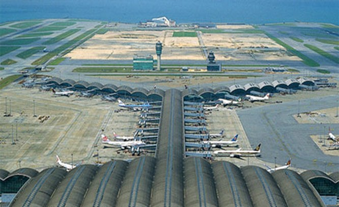 Sân bay Hong Kong được ông Trần Đình Bá đưa vào bài viết về sân bay Long Thành